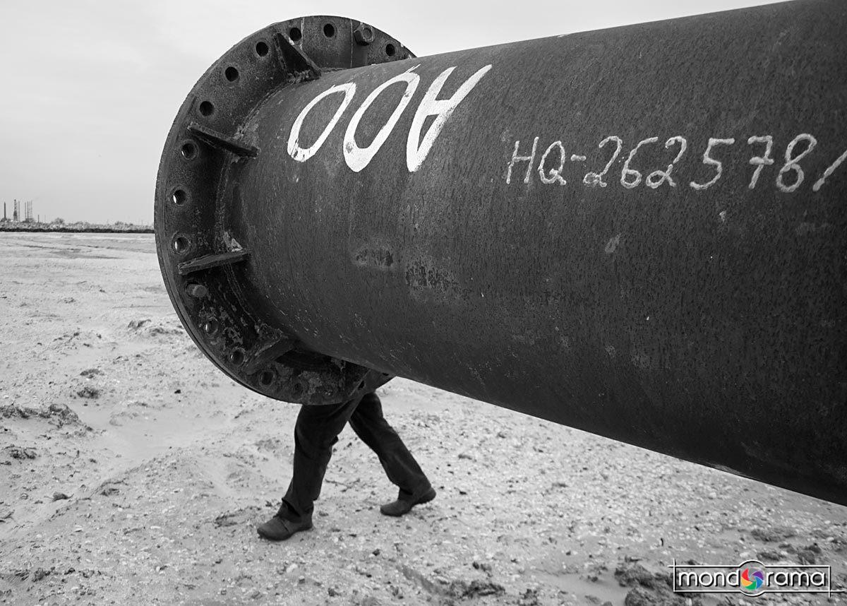 © Cornel Hlupina: Pe teava