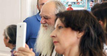 In centrul imaginii (cu barba), profesorul Dorel Gaina.