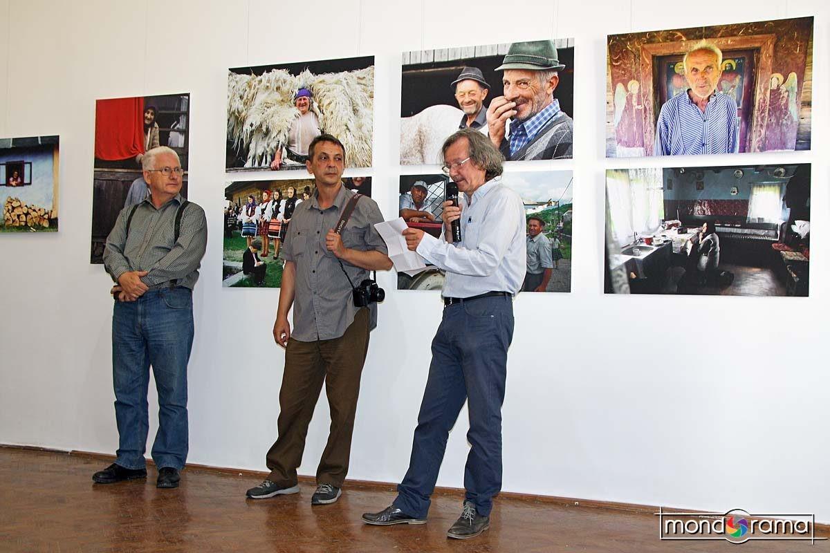 Vernisaj. De la stanga la dreapta: Vasile Dorolti, Silviu Ghetie, Feleki Istvan.