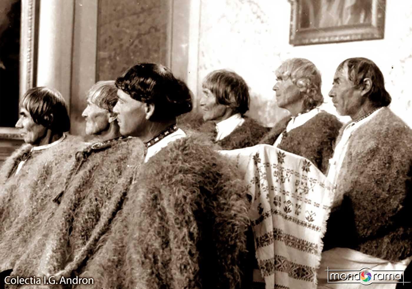 © Ionita G. Andron: Batrani in biserica (Sfetnicii lui Decebal), 1939, Colectia Muzeului Tarii Oasului.