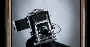 © Tadao Shibata: The Camera-Man. Una dintre imaginile proiectului pe telefonul sau personal.