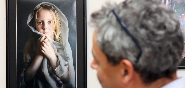 """""""Versus dar Impreuna"""": locul unde fotografia e la ea acasa"""