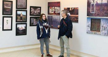 © mondorama. Aspect general de la expozitie. In imagine, Luiza Boldeanu si Romeo Komaromi.