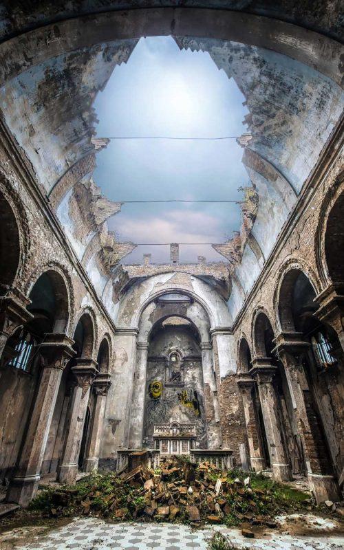 © Alek Sikora, Ruined church, Italy.