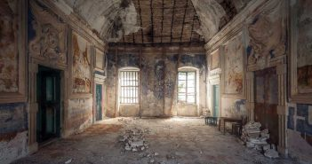 © Magda Stawowczyk, Ruined villa, Croatia.