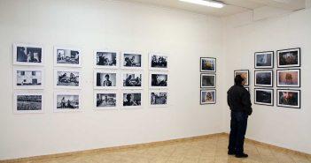 Zona fotografiilor lui Mihai Ciama (stanga) si Adrian Capusan (dreapta) © mondorama.ro