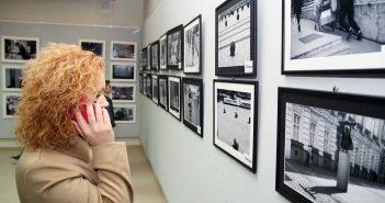 Vizitatori in expozitie © mondorama.ro