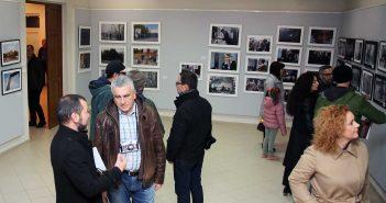 Emilian Moldovan si Dan Moruzan discutand in sala principala a expozitiei © mondorama.ro