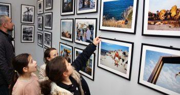Generatia tanara la expozitie © mondorama.ro