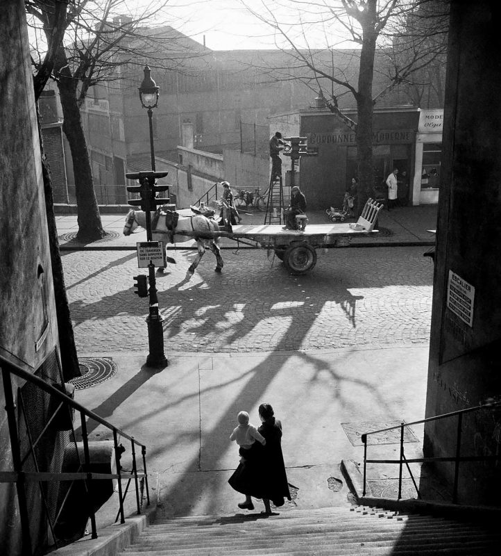 © Willy Ronis. Avenue Simon Bolivar (Menilmontant), Paris, 1950