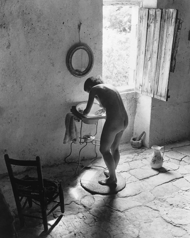 © Willy Ronis. Le nu provencal, Gordes, 1949