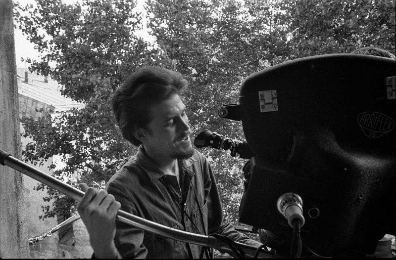 Alfredo Padrón în spatele aparatului de filmat.
