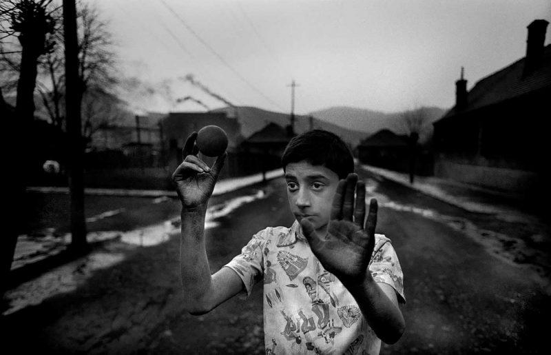 © Antonin Kratochvil, In polluted playground, Romania, 1990.