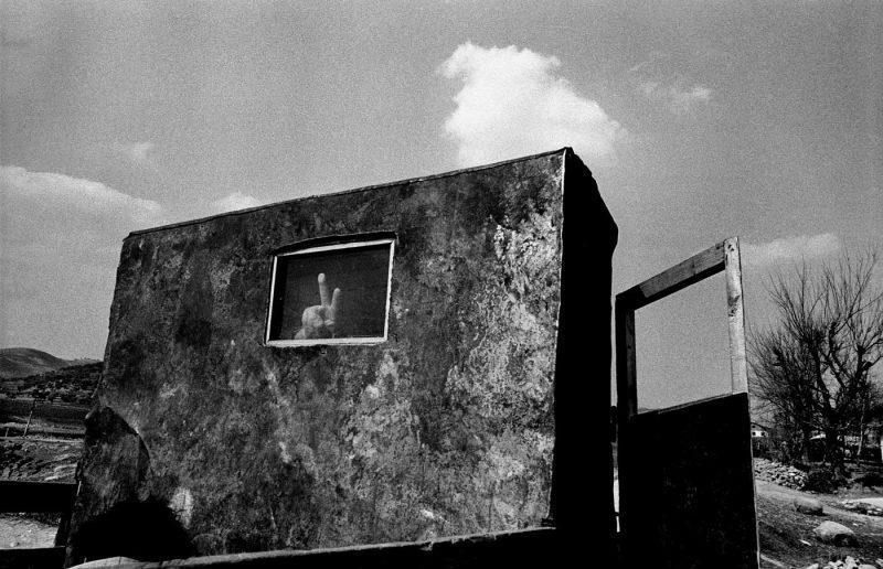 © Antonin Kratochvil, Victory sign, Albanian Gulag, Albania, 1991.