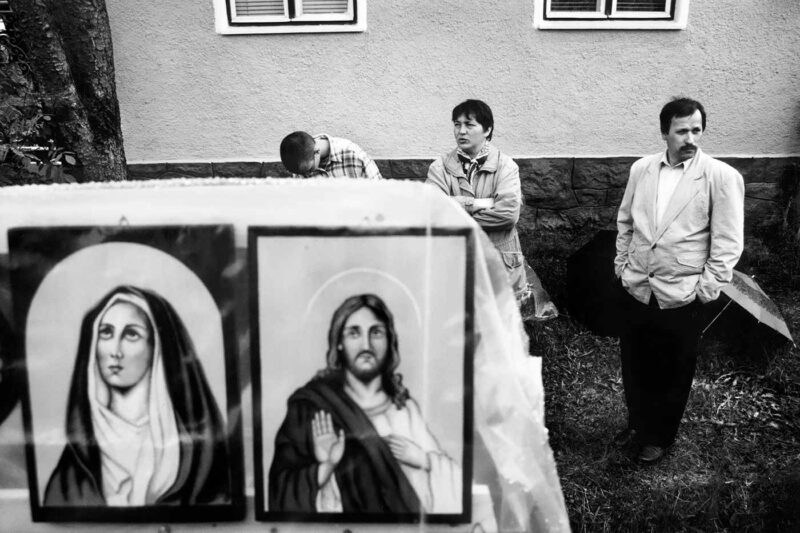 © Vancsó Zoltán, Pilgrims, Șumuleu Ciuc, România, 1997.