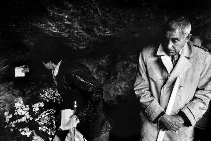 © Vancsó Zoltán, Pilgrims, Lourdes, Franța, 2002.