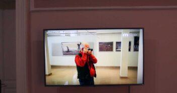 Vasile Dorolți în materialul video de prezentare a expoziției. © mondorama