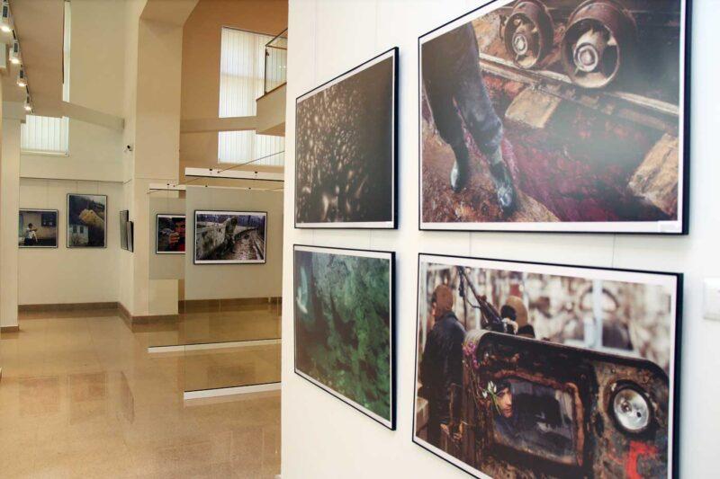 Aspect din expoziție: în prim-plan imagini de la Bogdan Croitoru
