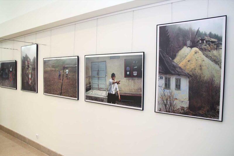 Aspect din expoziție: imagini de la Vasile Dorolți. © mondorama