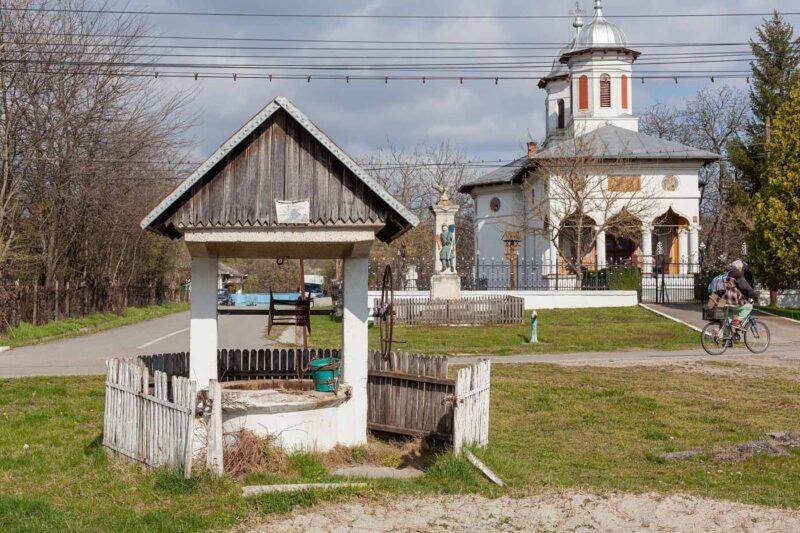 Fântâna de la Biserică (Bobicești) / Fântânile Sudului / Omnia Photo 2021 © Cristian Bassa